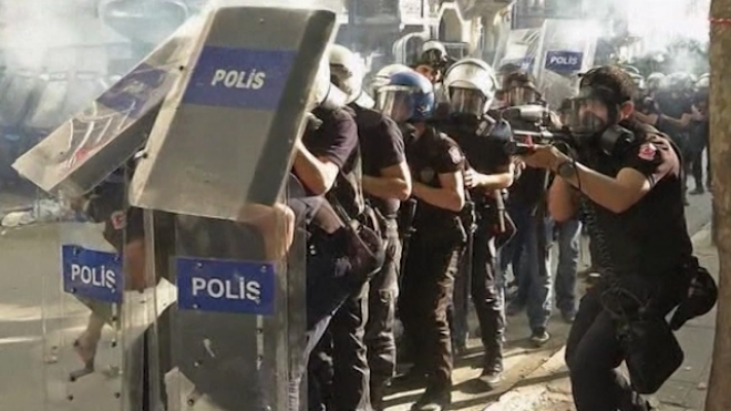 Protesters Clash With Police In Taksim Square