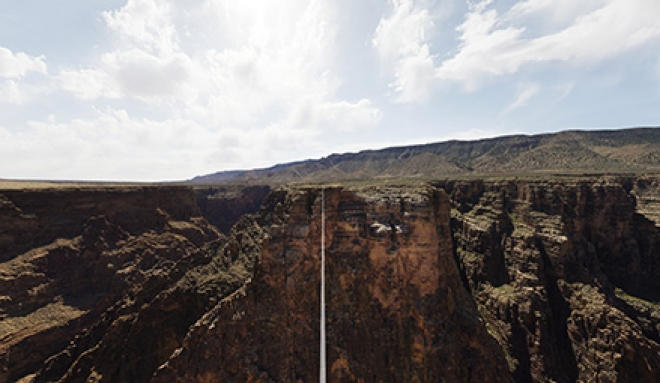 Nik Wallenda Completes Grand Canyon High-Wire Walk