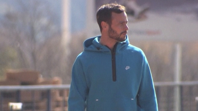 Pistorius Returns To Training