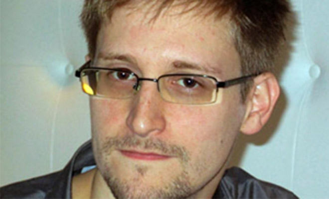 Snowden Leaves Airport, Crosses Into Russia