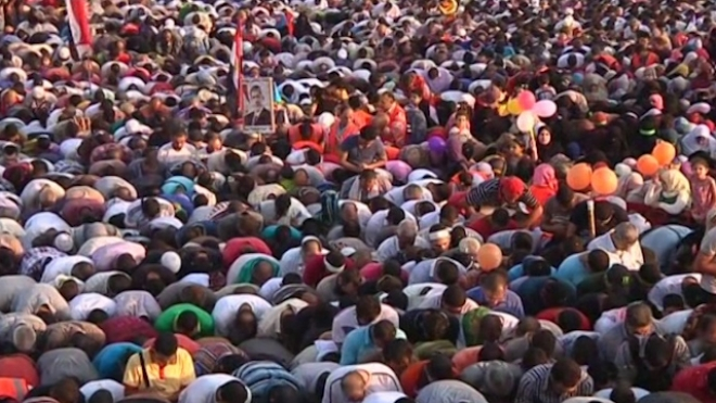 Thousands Hold Prayers At Pro-Morsi Sit-In For Eid