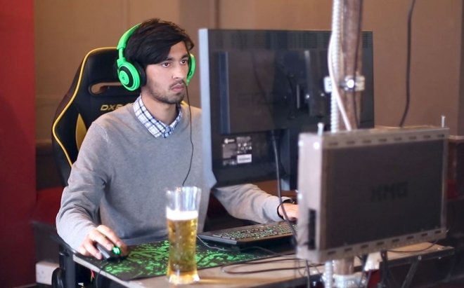 Inside E-Sports - Welcome to the World of Professional Gamers