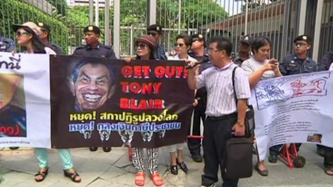 Thai Demonstrators Urge Tony Blair Forum No Show