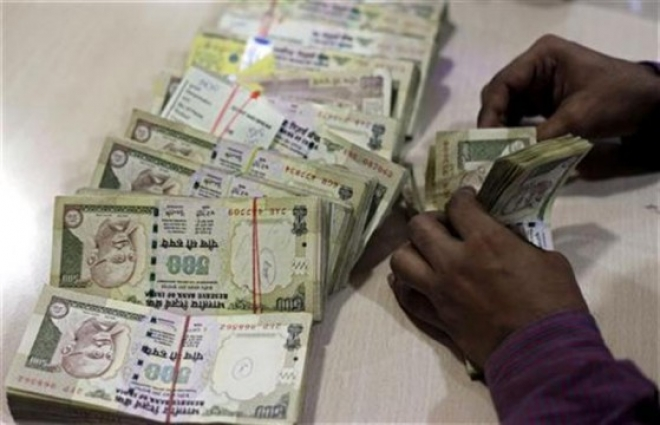 Indias Opposition Condemns Government Over Rupees Fall