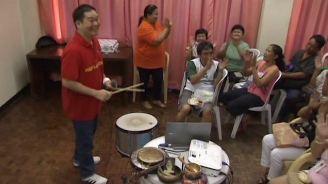 Laughter Treatment Brings Smile To Philippines Cancer Patients
