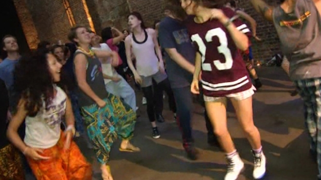 Londoners Rave Their Way Into The Day