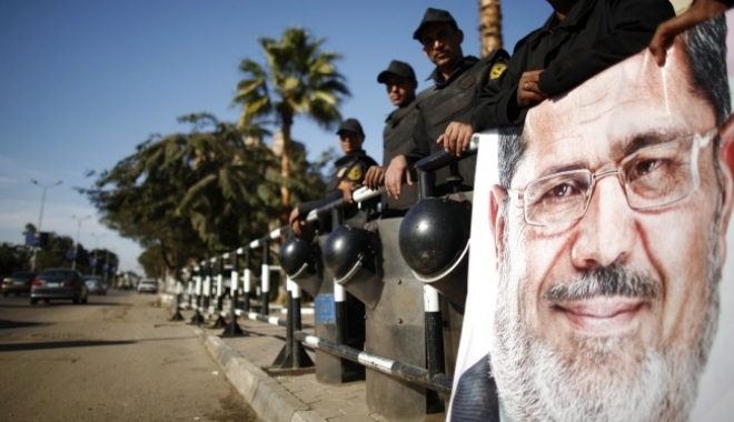 Egypt Steps up Security as Morsi Trial Begins