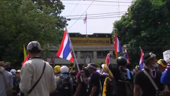 Thai Protesters Stream Into Government House