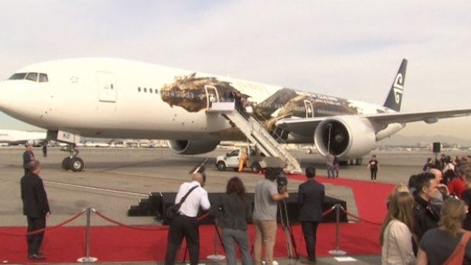 Hobbit's Smaug Unveiled on Air New Zealand Plane