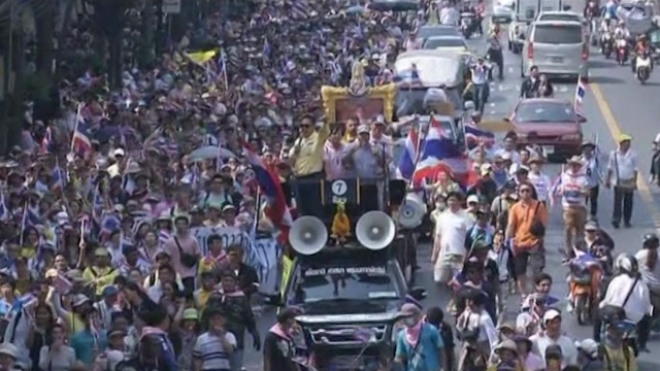 Thai PM Yingluck Dissolves Parliament, Protests Continue