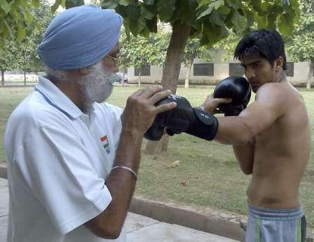 Indian boxer Vijender Singh practises