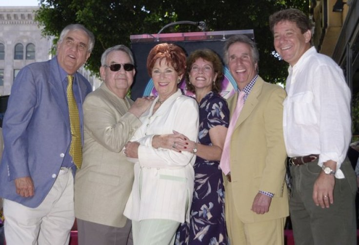 "MARION ROSS POSES WITH ""HAPPY DAYS"" CAST"