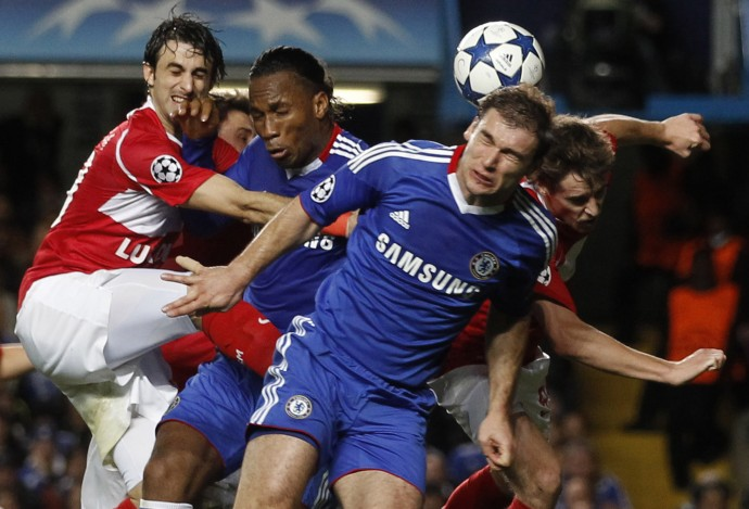 Chelsea's Drogba and Ivanovic challenge Spartak Moscow's Pareja during their Champions League soccer match in London.