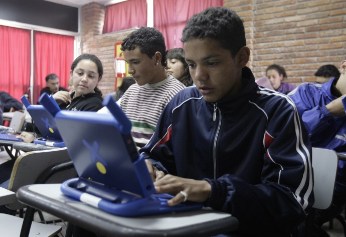 Schoolchildren on computers