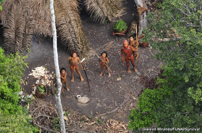 "Footage of one of the world's last ""Uncontacted Tribe"" in Brazil (PHOTOS)"