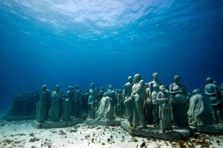 The underwater 'human reef'