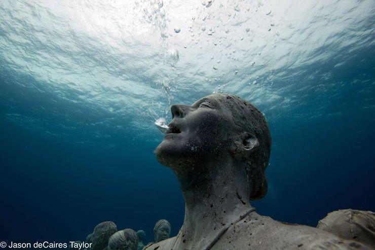 The underwater human reef