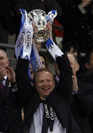 Alex McLeish hoisted the Carling Cup