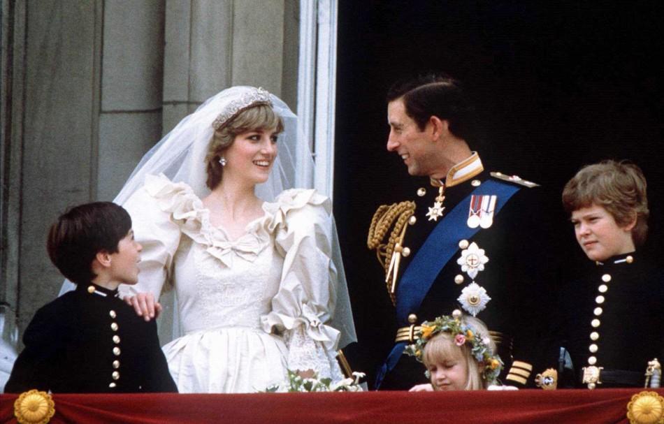 Story behind Princess Diana\'s wedding dress revealed: Designer ...
