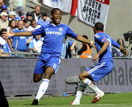 Ashley Cole celebrates with Chelsea's Didier Drogba (L).