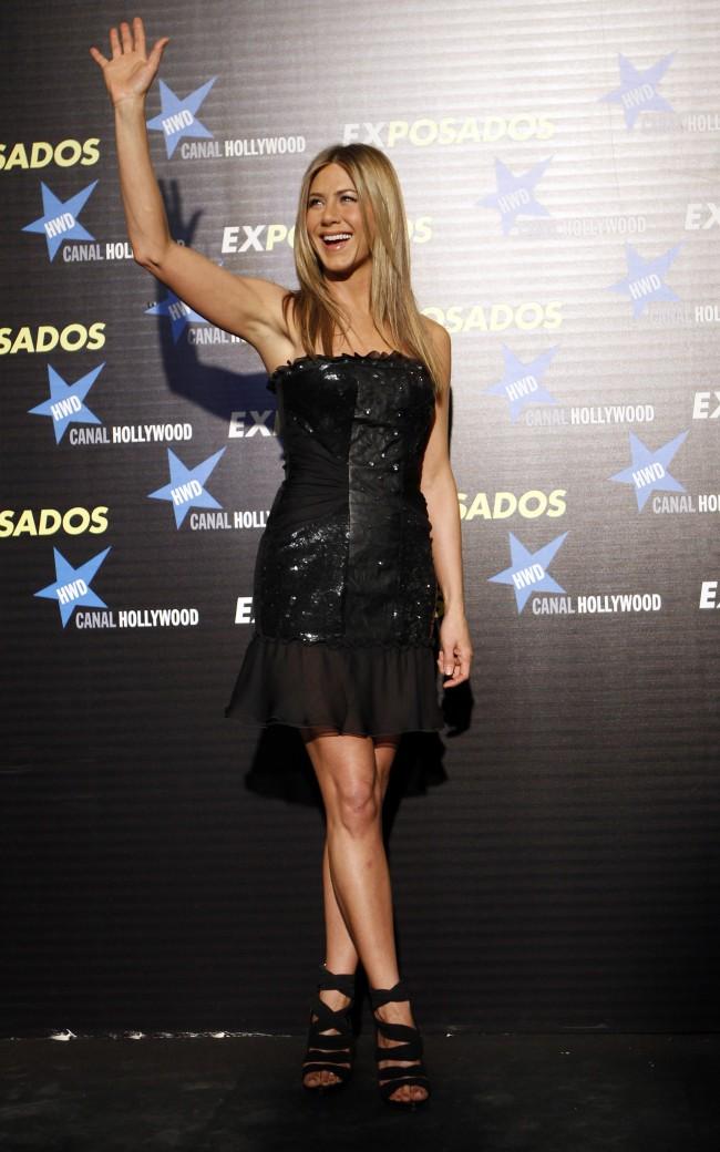 Cast member Jennifer Aniston arrives for the premiere of the film The Bounty Hunter in Madrid