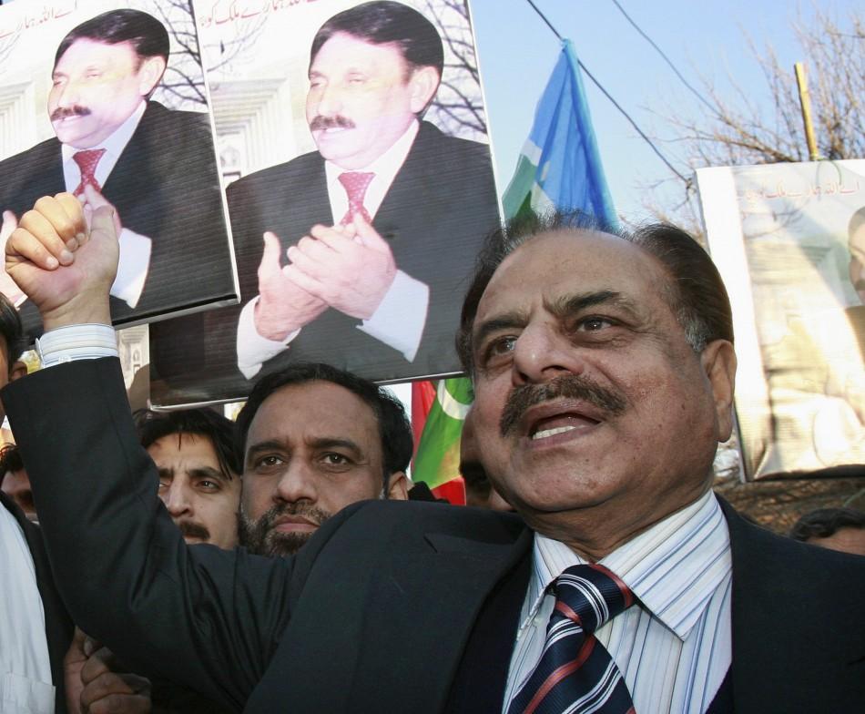 Hamid Gul chants anti-Musharraf slogans during a protest in Islamabad