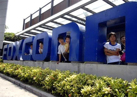 Workers stand at the gate of a Foxconn factory in the township of Longhua in Shenzhen, Guangdong province May 26, 2010