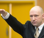 Breivik raises his arm in a Nazisalute