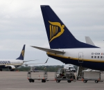 """EU referendum: Ryanair launches """"Fly Home to Vote Remain"""" bargain sale with prices starting at £15.34"""