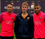 Justin Bieber and Barcelona kick about