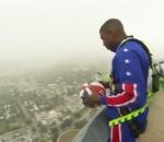 Harlem Globetrotters star shoots basket from 178 metres